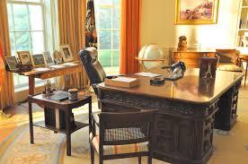 oval office desk. Gerald R. Ford Presidential Museum (l3 \u2013 Oval Office President\u0027s Desk), Grand Rapids, MI 2104-08-28 Desk