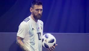 Resultado de imagen para messi con el balon de rusia 2018