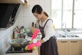Lovepik- صورة JPG-500896868 id صورة فوتوغرافية بحث - صور الأم تنظيف مطبخ  المنزل الجديد
