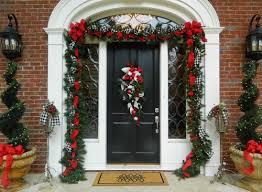 how to hang garland around front door15 Fabulous Christmas Wreaths  Queen Bee of Honey Dos
