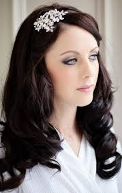 based in glasgow laura is an award winning mua who has worked with some big name clients including mac bobbie brown and nars