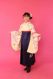 小学生の卒業式袴姿もとってもかわいい 京都さがの館