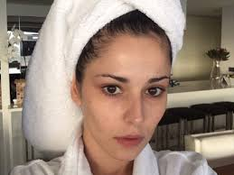 cheryl fernandez versini shares make up free insram selfie