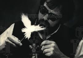 Al Gardner demonstrate glass blowing at University of Wisconsin, 1988  vintage press photo print | Historic Images