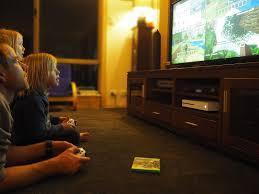 Góc gia đình: Ngày càng nhiều bố mẹ và con cái chơi game cùng nhau thay vì  chỉ ngồi xem TV