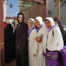 Diposting oleh unknown posted on minggu, 06 april 2014 | 14.10 with 2 comments. Gaya Luna Maya Pakai Hijab Saat Umrah Jadi Perhatian Karena Mata Sembab Foto 2