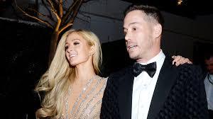 Paris Hilton si è fidanzata e lo ha presentato ai Golden ...