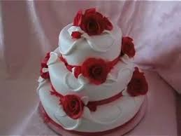 White Wedding Cake And Red Roses Bílý Svatební Dort S červenými