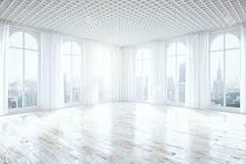 Seitenansicht Des Unmöbliert Helle Interieur Mit Holzboden Vorhänge