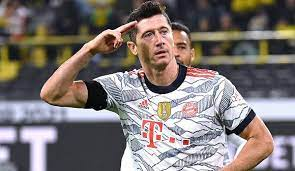 Lewandowski's penalty against freiburg on matchday 33 saw him pull level with müller on 40 goals in 2020/21, and he has reached that remarkable tally despite missing five games this season. 8lygpi4 T1nu5m