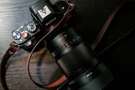 sony 35mm 1 8 e mount. chris gampat the phoblographer sony 35mm f1.4 full frame e mount lens first impressions 1 8