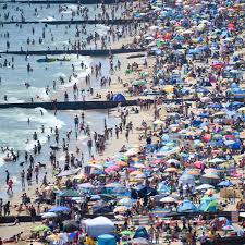 Praia de bournemouth (pt) beach in. Mixed Reactions To Crowds At Bournemouth Letters The Guardian
