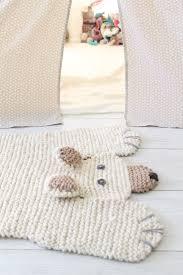 knit polar bear rug (no tutorial)