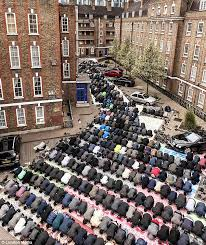 one country two religions and three very telling pictures the a study in devotion the tiny mosque on the brune street estate spitalfields