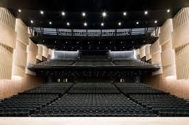 日本 青年 館 ホール