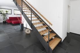 Eine treppe ist zwar ein alltäglich genutztes bauelement. Treppen Den Holzspiecht Luxemburg
