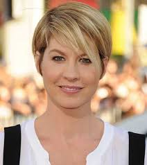 short straight hairstyles for round faces take it to another level and make it a little