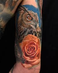 тату в реализме сова и роза на фото метла тату
