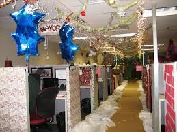 Decorating your office for christmas Holiday Antique Decorate Your Workspace For Christmas Room Decor Antique Decorate Your Workspace For Christmas Room Decor Tips
