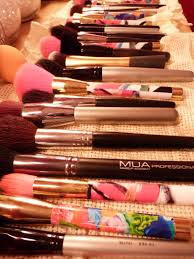 livingthenourishedlife here 39 s my dilemma i using the palm of my hand to clean my brushes vase turned makeup