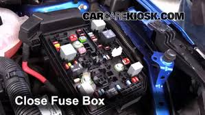 replace a fuse 2016 2017 chevrolet cruze 2016 chevrolet cruze lt 2015 chevy cruze fuse box 6 replace cover secure the cover and test component