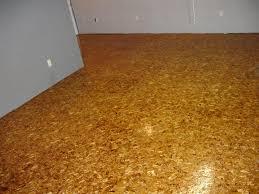 Ungefähr 1% davon sind türen. Boden Von Osb Yusb Platte Auf Holzstammen Usb Oder Yusbi Platten Dicke Und Wandmontage Mobel Von Hand Verlegung