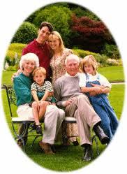 Resultado de imagem para fotos de pais idosos e filhos juntos