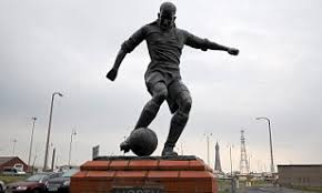 Blackpool legend Stan Mortensen statue ousted by Oystons as owners accused  of stamping on 1953 FA Cup glory   Daily Mail Online