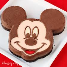 mickey mouse cheesecake a hand