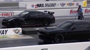 Nissan GT-R Nismo vs Dodge Challenger Hellcat 1/4 Mile Drag Racing ...