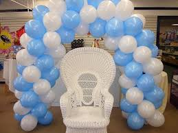 baby shower balloon decor | Balloon arch and main chair for baby shower -  Mennens Pinata