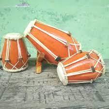 Alat musik ini berbentuk menyerupai kendang dan terbuat dari kayu yang dilubangi tengahnya. 8 Alat Musik Tradisional Indonesia Dan Daerah Asalnya Indozone Id