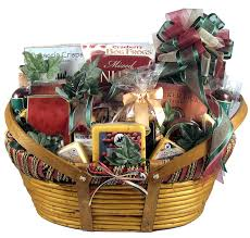 amazon the midwesterner really big cheese and sausage gift basket with specialty cheeses and sausages paired with ers and gourmet treats xl