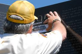 u s department of defense photo essay allen mccabe a national park service volunteer does a pencil rubbing of amry maj