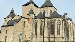 Ram Raiding Burglars Pillage French Church Using Tree Trunk