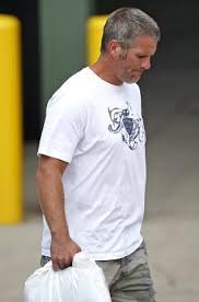 jets try but bucs close in on brett ny daily news brett favre leaves lambeau field on tuesday