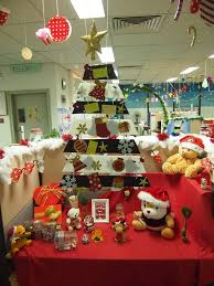 office decoration ideas for christmas. Creatively Arrange Office Christmas Tree With Lovely Festival Accessories Office Decoration Ideas For Christmas