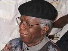 bbc news chinua achebe a hero returns chinua achebe