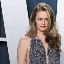 Television series screencaps, stills, & promotional photos of alicia's television roles. Alicia Silverstone Drew Van Acker And Stephen Moyer To Star In Shtf People Roanoke Com