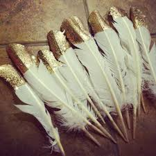 you can t throw a great gatsby party without feathers and gold and because we love fun diy projects i say you combine the two these cuties can be strung