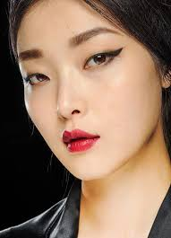 runway beauty cat eyes and crimson lips at dolce gabbana fall 2016makeup for life