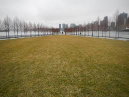 File:FDR 4 Freedoms lawn winter jeh.jpg