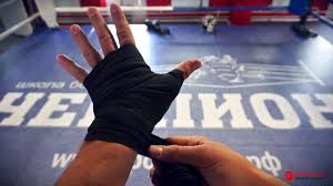 Как правильно наматывать бинты для бокса - YouTube