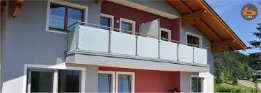 Am wenigsten zeit nimmt diese variante des holzanstrichs in anspruch. Brenter Balkone Alu Holz Glas Und Edelstahlgelander Direkt Ab Werk Home