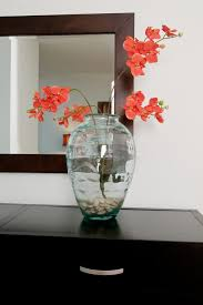 clear vases can decoratively display a full range of objects