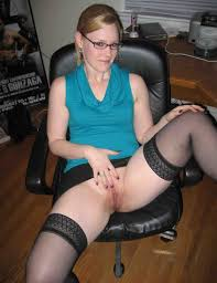 Amateur Girlfriend Niki with Pierced Tongue Giving Blowjob Image.