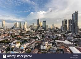 Tramonto sulla skyline di Giacarta quartiere degli affari in Indonesia la  città capitale Foto stock - Alamy