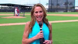 Carol Maloney bridges generational gap in Nats clubhouse - YouTube