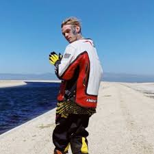 Most nights to prepare for his exhibition boxing match against pop star aaron carter, but he feels really good after finding a strategy to combat. Aaron Carter Aaroncarter Twitter