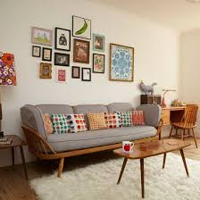 Retro living room with pretty prints | Retro living rooms, Traditional  decorating and Living rooms